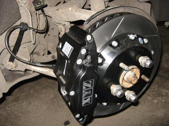Задняя 4-х поршневая тормозная система XYZ-Racing 330 мм с двух составным диском.