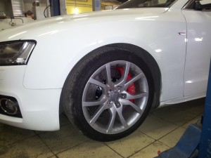 Audi A5 Sportback. Тормоза XYZ 355х32mm 6pot на передней оси.